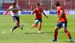 El Gallo le ganó 2-0 a Independiente , con goles de Agustín Mansilla y Villalba.