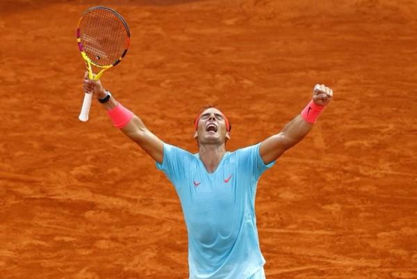 Conquistó Roland Garros por 13ª vez, tras ganar sus 13 finales en París, el récord de un tenista, hombre o mujer, en un Major y llegó a 100 triunfos allí.