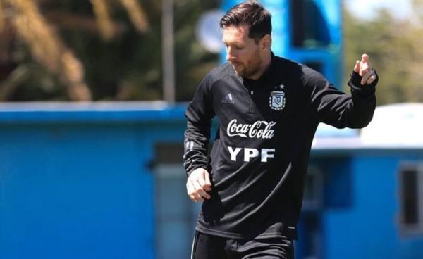Último entrenamiento de Leo Messi y la Selección Argentina previo al viaje a La Paz, para enfrentar a Bolivia en la segunda fecha de las Eliminatorias.