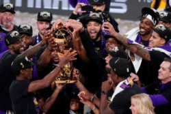 Los Ángeles Lakers aplastaron a Miami Heat y vuelven a ser campeones después de 10 años.