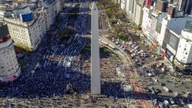 El #banderazo tiene su epicentro en el Obelisco de Buenos Aires, aunque también se replica en las principales ciudades del país.