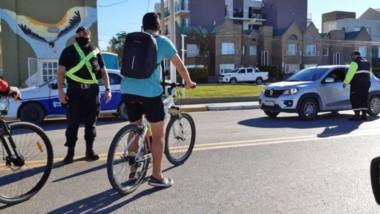 Ayer en Puerto Madryn se llevaron adelante controles preventivos por parte de la Policía en las calles.