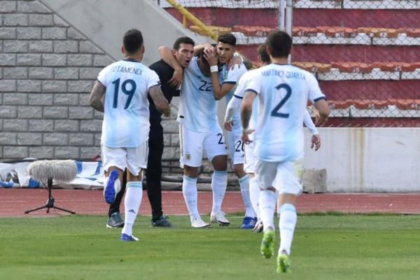 Hasta Scaloni se sumó al festejo del gol de Lautaro Martínez.