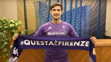 Lucas Martínez Quarta se puso la camiseta de Fiorentina e hizo la revisión médica.