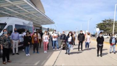 Aterrizaje. El grupo de colaboradores posó en el aeropuerto de la ciudad petrolera, donde arribaron.