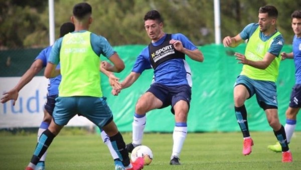 Volvió Lisandro y Racing le ganó a Gimnasia, sin Maradona, con goles de Mauricio Martínez y Matías Rojas.