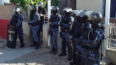 El personal policial secuestró diferentes elementos de interés.