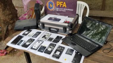 Tecnología. Una postal de algunos de los elementos secuestrados que se usaban para difundir material.