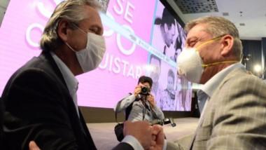 Lealtad. Mariano Arcioni y el presidente de la Nación, Alberto Fernández, en el Salón Felipe Vallese de la CGT Azopardo, en la Capital Federal.