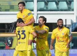 El defensor central de la Fiorentina sacó ventaja en el área y adelantó a su equipo ante Spezia.