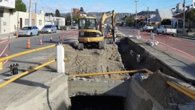 Pavimento, redes de gas, pluviales y espacios públicos, componen el plan de obra pública de Comodoro.