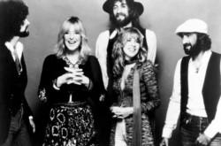 """""""Cholo"""" de Tik Tok que viajó en patineta al ritmo de Fleetwood Mac recibe dotación de jugos y una camioneta."""