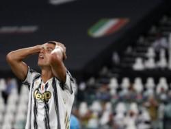 Cristiano Ronaldo volvió a dar positivo de Covid-19 y se perderá el partido contra el Barcelona.