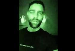 La imagen fantasmal detrás de Poggi.