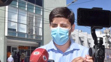 El director asociado del Hospital de Trelew, Matías Castiñeira, brindó el parte de todos los días.