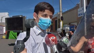 """Medios. Castiñeira explicó el escenario epidemiológico en Trelew e hizo observaciones por los """"vivos"""" que quieren aislarse sin motivo médico."""