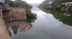 Detalle del vertedero del dique San Roque. (Foto gentileza diario La Voz).