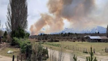 Distante a 15 kilómetros de la localidad se inició el incendio de ayer.