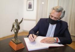 El mandatario Alberto Fernández encabezó hoy la presentación de un libro sobre Néstor Kirchner.