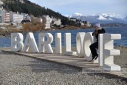 El gobierno nacional habilitó a partir de hoy las actividades turísticas en la ciudad rionegrina de Bariloche como una prueba piloto.