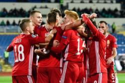 Willi Orban celebra el tanto que adelanta a Hungría en su duelo ante Bulgaria por una plaza en la final de los play-offs para la EURO2020.
