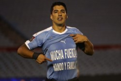 Luis Suarez de penal marcó el primer gol del seleccionado charrúa.