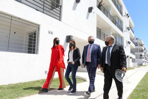 La ministra María Eugenia Bielsa y la titular de la ANSES, Fernanda Raverta participaron del acto.
