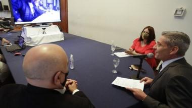 Arcioni y Perata mantuvieron una videoconferencia con intendentes.