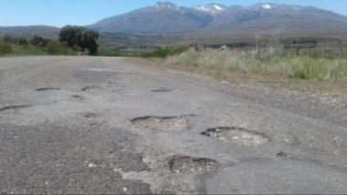 Las rutas que van de Esquel y de Trevelin al Lago Futalaufquen están muy averiadas y piden repararlas.
