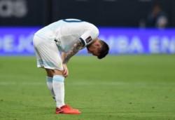 Messi marcó el 2-1 de Argentina contra Paraguay, pero el árbitro Raphael Claus fue al VAR y lo anuló por una falta en la jugada previa.