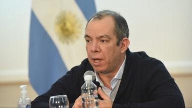 El ministro Grazzini pide debatir sobre diversificación y no de minería.