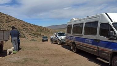 Efectivos policiales en una estancia de Colán Conhue hallaron a la mujer en condiciones deplorables.