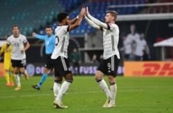 """La """"Mannschaft"""" da vuelta el marcador y queda como líder del Grupo 4 en la Liga A."""