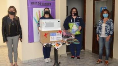 En su segundo aniversario, los integrantes de la agrupación hicieron entrega de frazadas, mantas solidarias y un horno microondas.