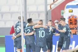 Argentina acumula 8 partidos sin perder como visitante contra Perú: suma 4 empates y 4 triunfos.