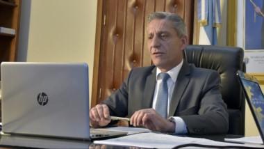 """El gobernador Arcioni aseguró que se debe avanzar """"sin posiciones dogmáticos o ideológicas""""."""