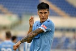 El tucumano Joaquín Correa metió uno de los goles en el triunfo 2-0 de Lazio sobre Crotone.