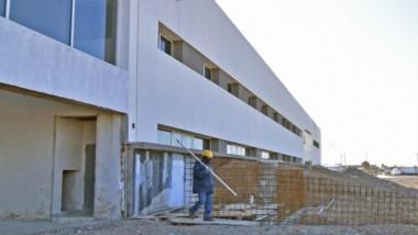 El avance en el nuevo Hospital de Alta Complejidad, ubicado en el acceso norte de Trelew, es del 86%.