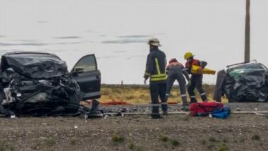 Destrozos. El escenario del terrible accidente entre Rawson y Trelew, que dejó una familia rota y que sigue reclamando por el trabajo del fiscal.