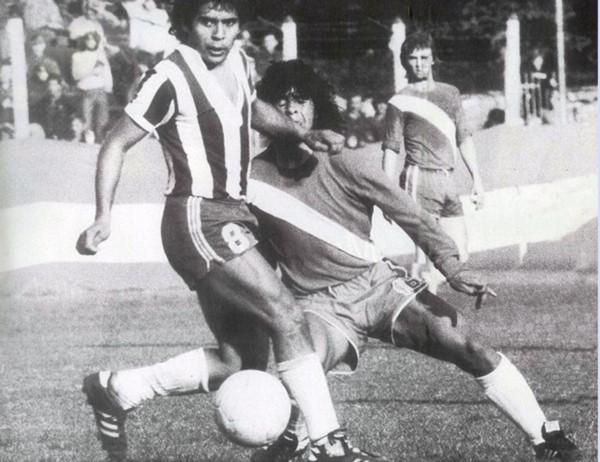 Debut.. En la primera ocasión que tuvo, Diego le tiró un caño a Juan Cabrera