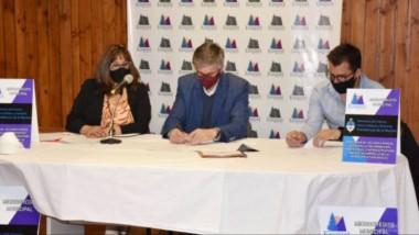 Cumpliendo protocolos, el acto público se llevó a cabo en el Centro Cultural Esquel Melipal.