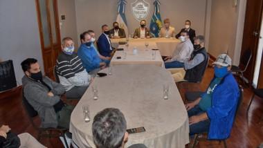 El intendente Maderna junto a los secretarios municipales recibieron a los empresarios del Parque Liviano.
