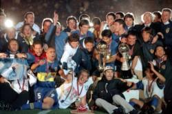Palermo fue el MVP y autor del doblete. A Riquelme todavía lo está buscando Makelele. Bianchi, otra vez en la cima del planeta -ya lo había logrado con Vélez.