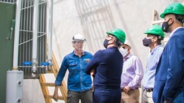 Las autoridades de la Cooperativa Eléctrica de Trelew junto a los funcionarios provinciales ayer recorrieron la obra que se lleva adelante en la Subestación II.