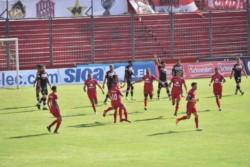 En el debut del minitorneo que define los ascensos, San Martín cayó de local ante Tigre.