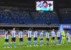 La camiseta con la que salió Nápoli. Inspirada en Maradona, la máxima leyenda en la historia del club, y su amada Argentina.