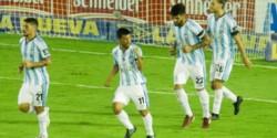 El chubutense Lucas Nacul convirtió el 2-1 parcial de Arsenal de penal y así festejo, para Diego Maradona.