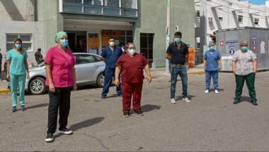 El personal llegado de Buenos Aires para reforzar el equipo que se desempeña en Terapia del Hospital.