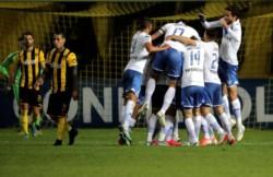 Vélez igualó 1-1 ante Peñarol como visitante, en un final impresionante, y avanzó de ronda.
