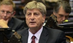 El gobernador Sergio Ziliotto hizo su propuesta y ahora lo analizarán los gremios.